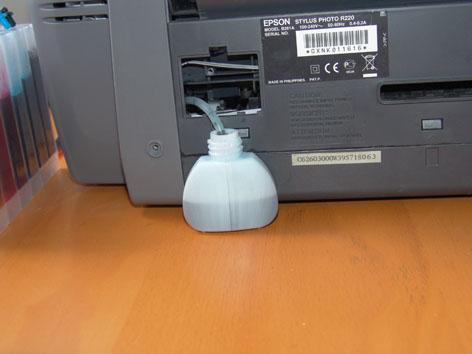 Вывод катетера отработки чернил в банку. Изображение с сайта ink-market.ru