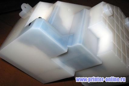 Памперс может быть любой формы. В больших принтерах формата A3 памперс крупнее, в домашних - маленькой ёмкости.