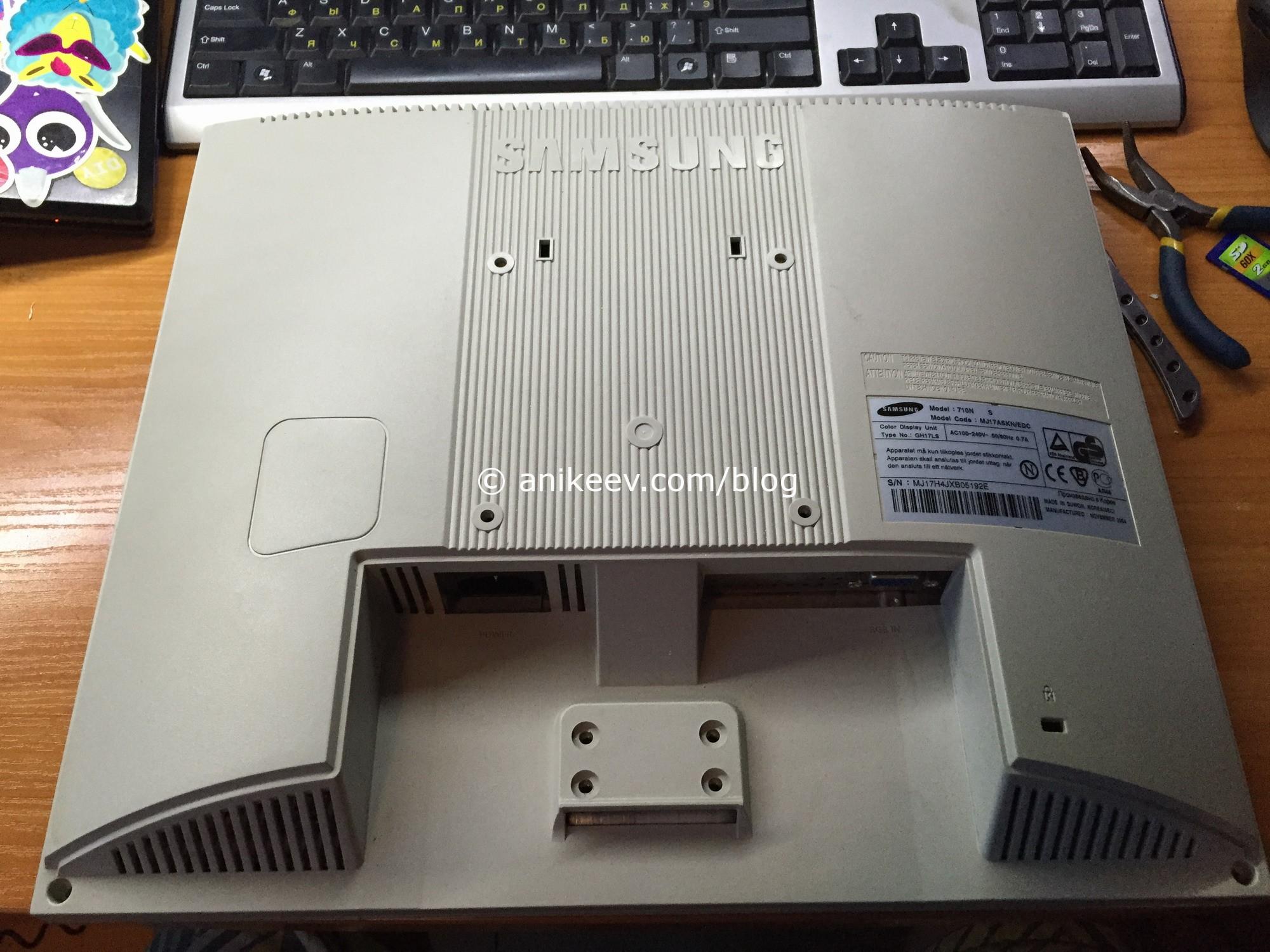 Разбираем Samsung 710N
